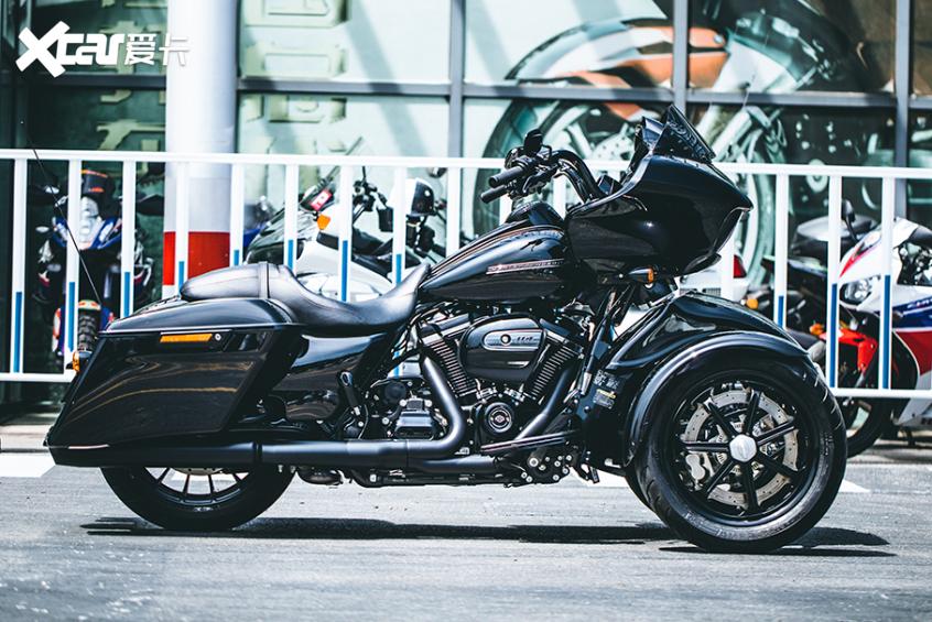 耍酷压弯样样行 试70万元的哈雷倒三轮-第6张图片-春风行摩托车之家
