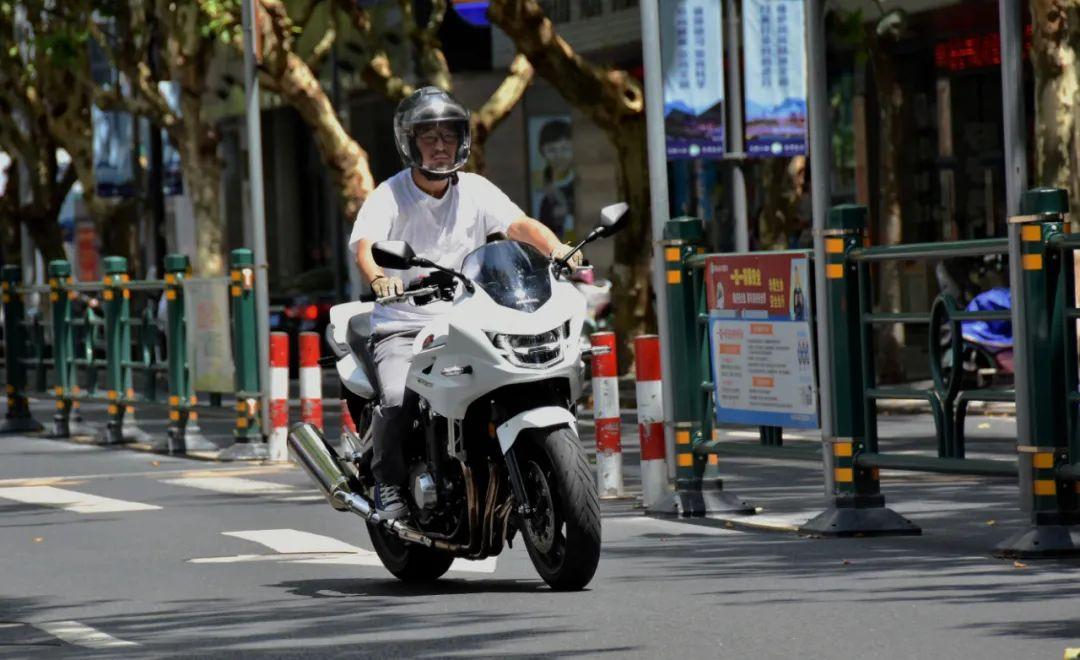 试驾街皇 ,除了情怀,CB1300还有啥?-第7张图片-春风行摩托车之家