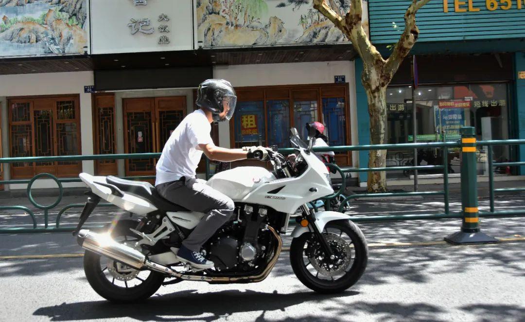 试驾街皇 ,除了情怀,CB1300还有啥?-第8张图片-春风行摩托车之家