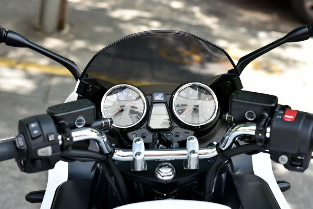 试驾街皇 ,除了情怀,CB1300还有啥?-第21张图片-春风行摩托车之家