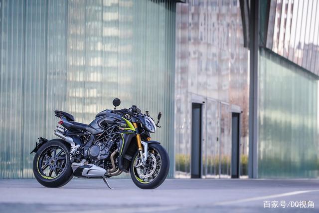 地表最强量产街车摩托,MV奥古斯塔Brutale1000RR,四出排气帅气-第3张图片-春风行摩托车之家