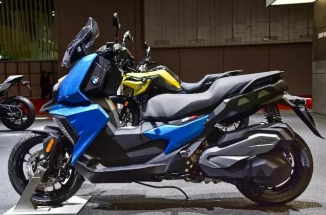 售价6.89万,解读宝马C400X踏板摩托:水冷单缸350动力,国产制造-第2张图片-春风行摩托车之家