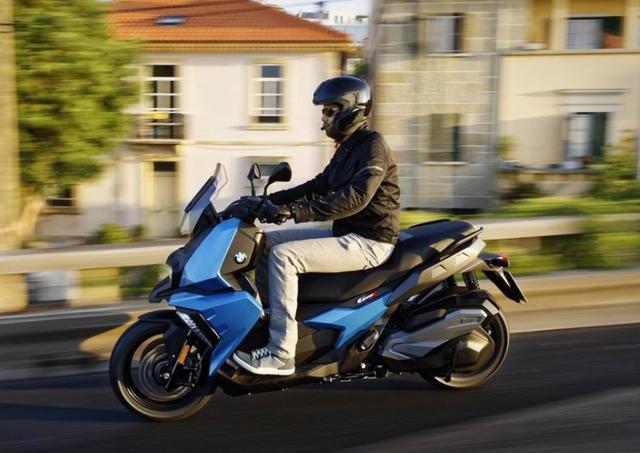 售价6.89万,解读宝马C400X踏板摩托:水冷单缸350动力,国产制造-第6张图片-春风行摩托车之家