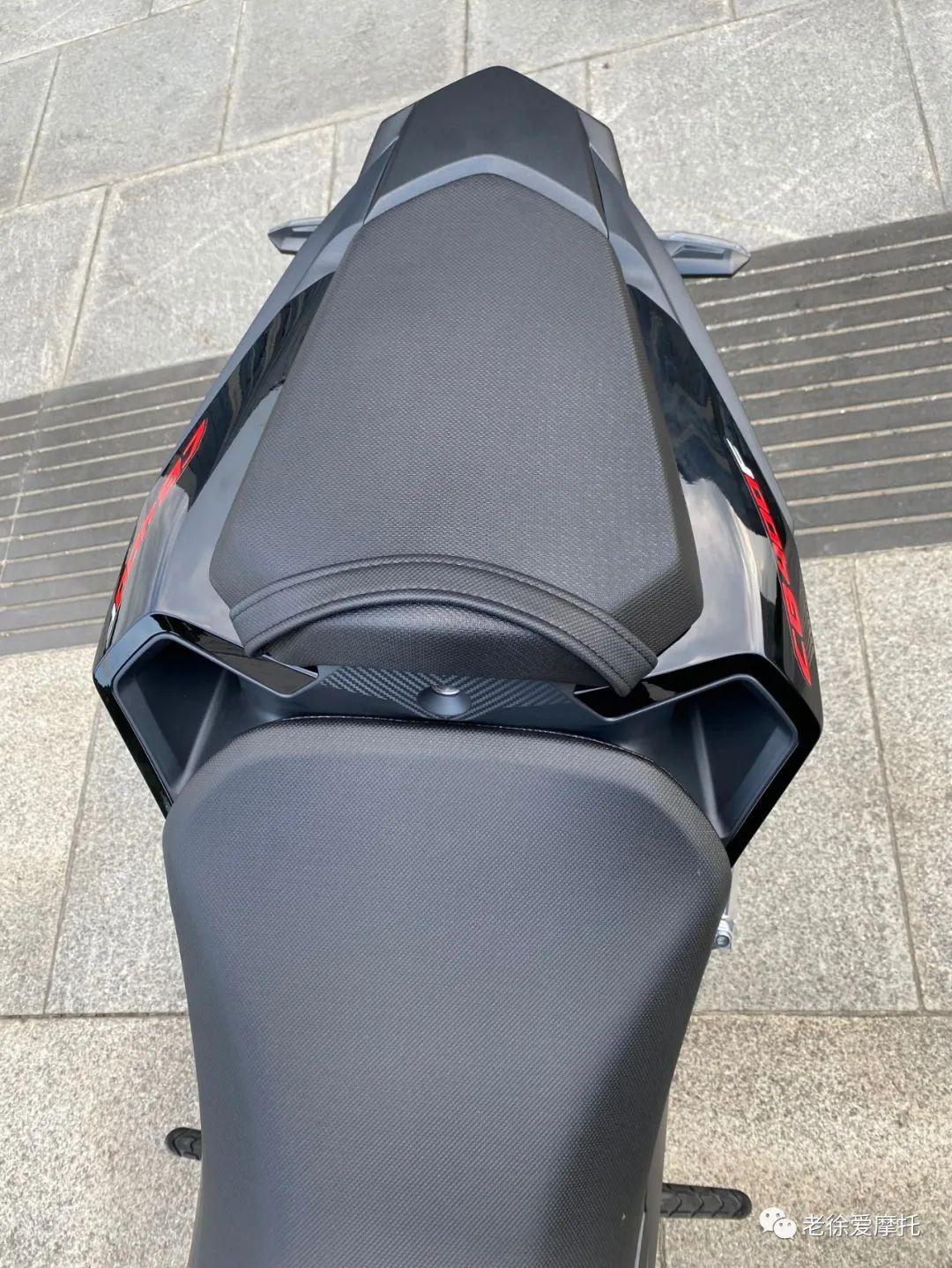 本田中排车型 - CB400F 入门级街车 实车介绍!-第42张图片-春风行摩托车之家