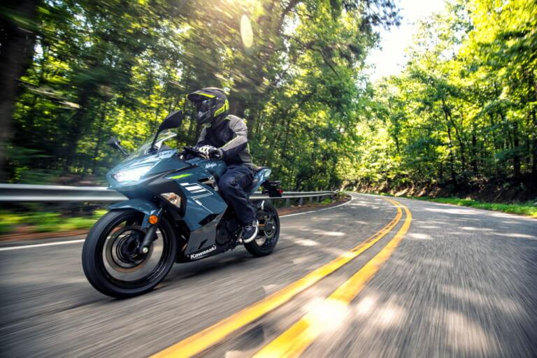 跨越界限 川崎KAWASAKI 2022年式「Ninja 400」新色上阵-第1张图片-春风行摩托车之家