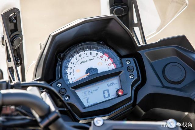 双缸水冷旅行摩托,机械三大件性能出众,但电控系统只有ABS-第6张图片-春风行摩托车之家