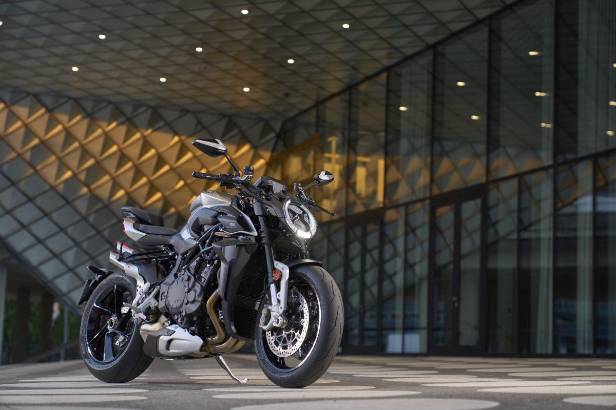 2022 MV AGUSTA Brutale 1000 RS发表:售价更亲民的行动艺术品-第1张图片-春风行摩托车之家