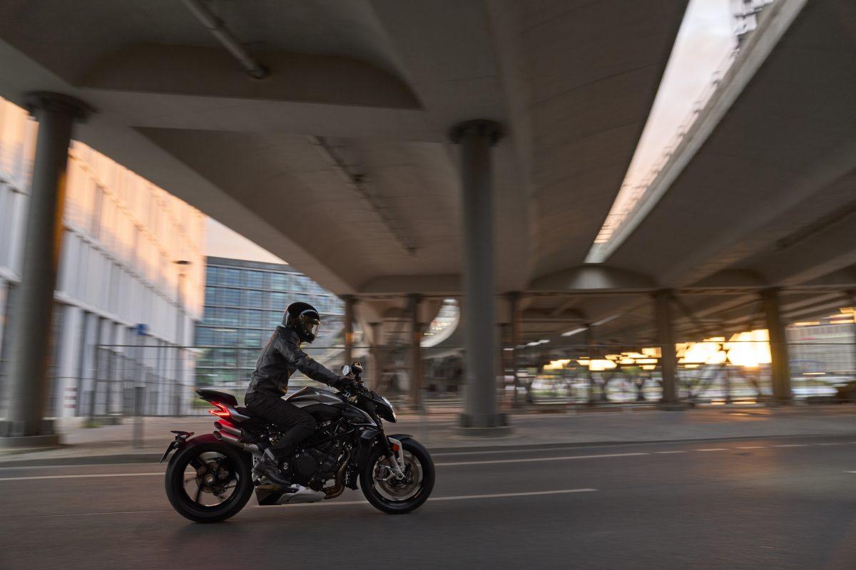 2022 MV AGUSTA Brutale 1000 RS发表:售价更亲民的行动艺术品-第12张图片-春风行摩托车之家