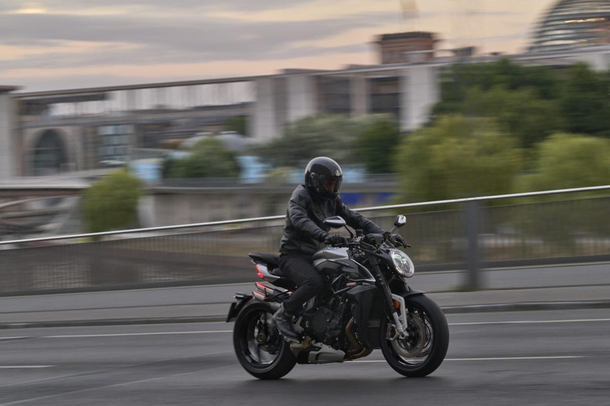 2022 MV AGUSTA Brutale 1000 RS发表:售价更亲民的行动艺术品-第16张图片-春风行摩托车之家