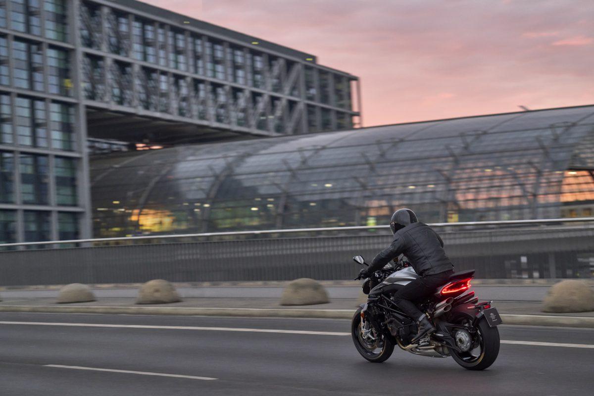2022 MV AGUSTA Brutale 1000 RS发表:售价更亲民的行动艺术品-第19张图片-春风行摩托车之家