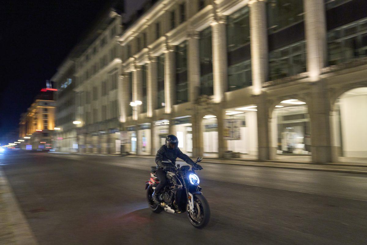 2022 MV AGUSTA Brutale 1000 RS发表:售价更亲民的行动艺术品-第24张图片-春风行摩托车之家