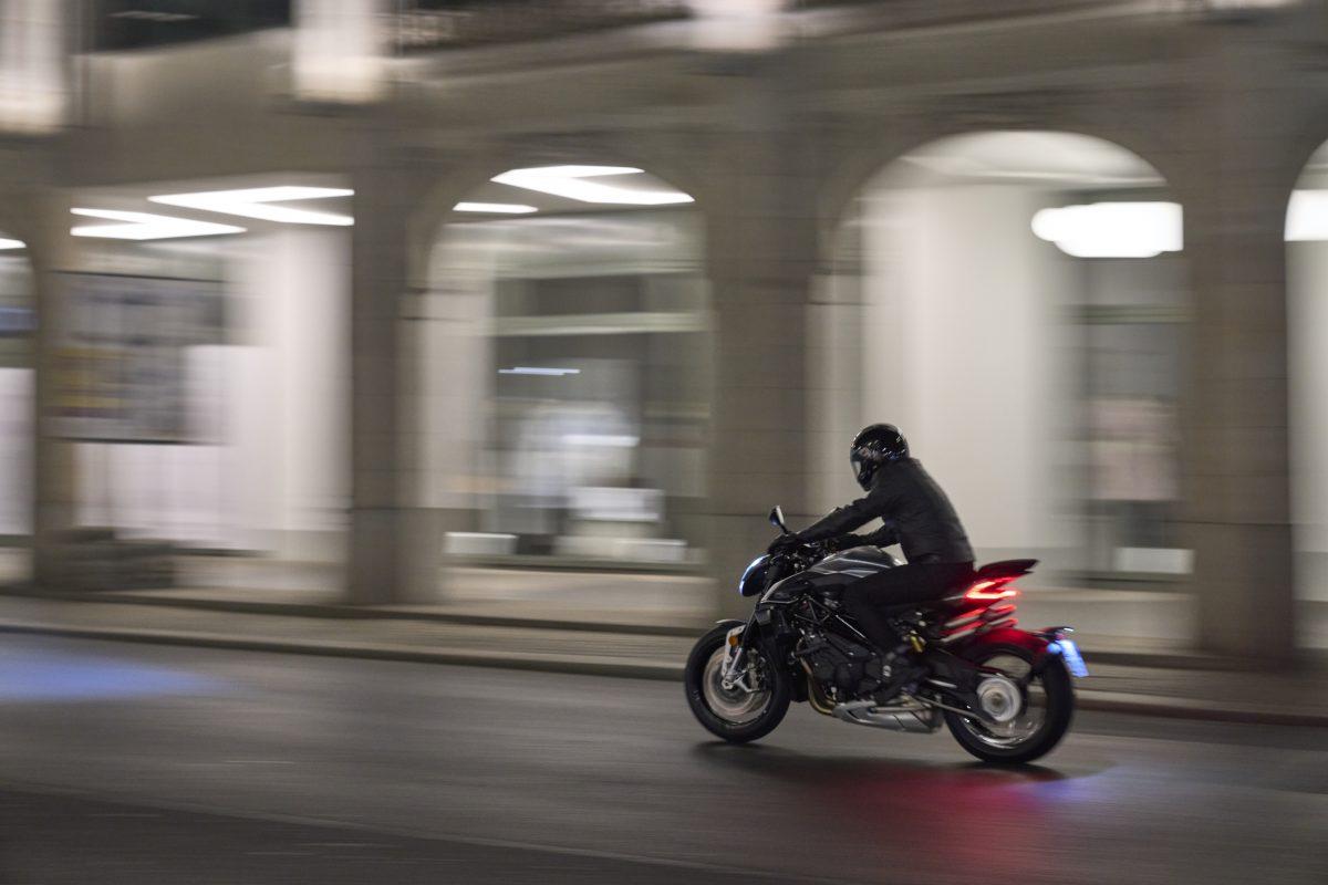 2022 MV AGUSTA Brutale 1000 RS发表:售价更亲民的行动艺术品-第25张图片-春风行摩托车之家