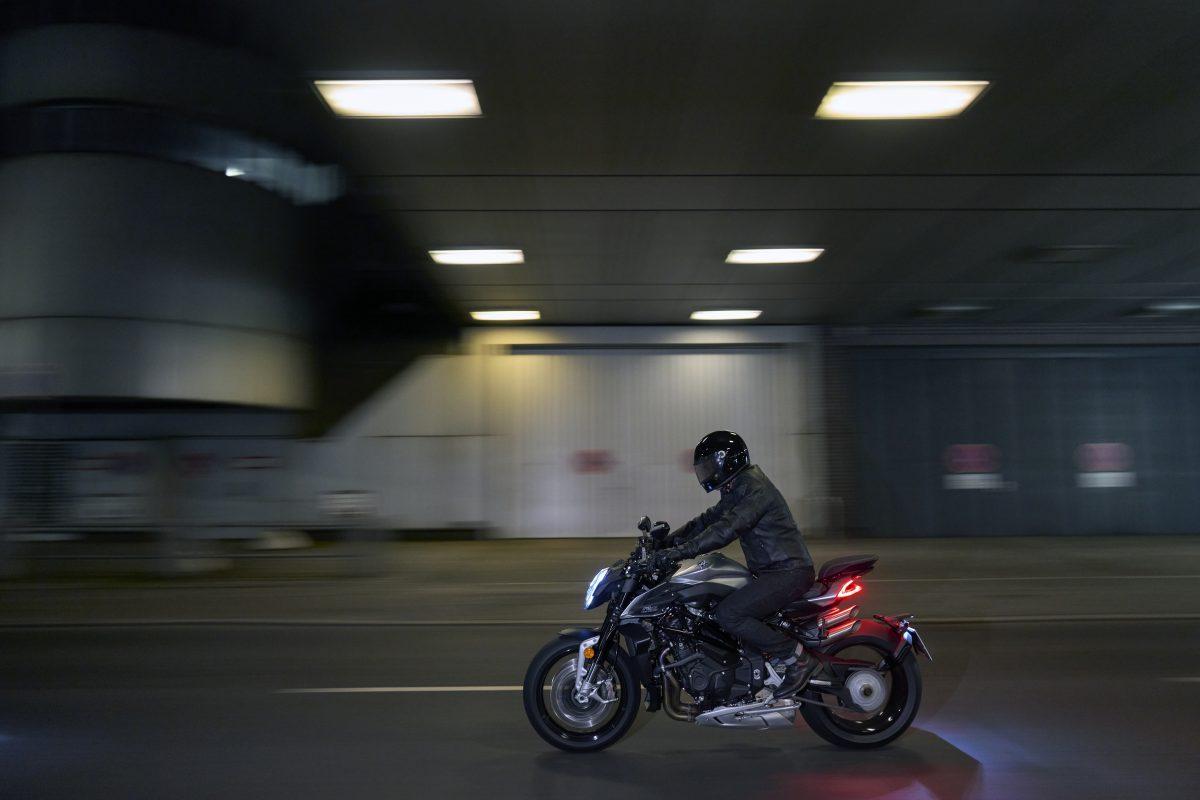 2022 MV AGUSTA Brutale 1000 RS发表:售价更亲民的行动艺术品-第31张图片-春风行摩托车之家