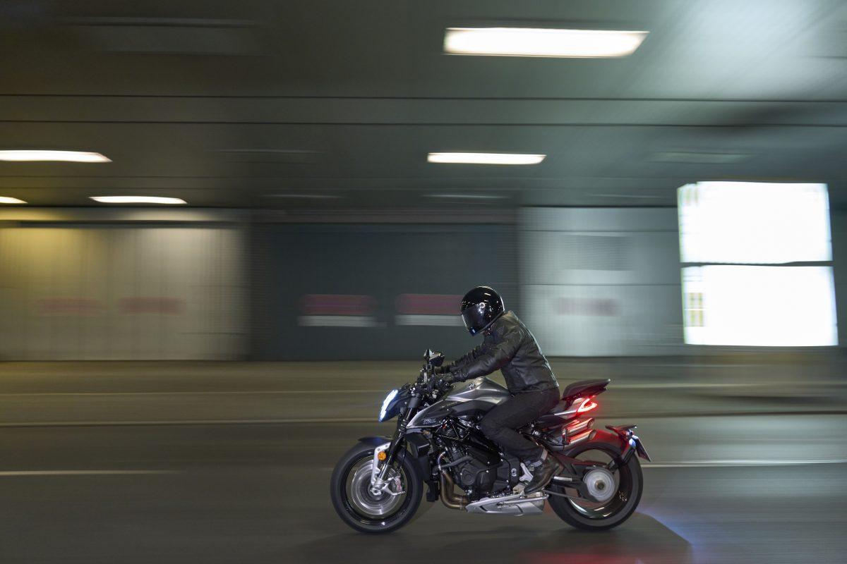 2022 MV AGUSTA Brutale 1000 RS发表:售价更亲民的行动艺术品-第32张图片-春风行摩托车之家