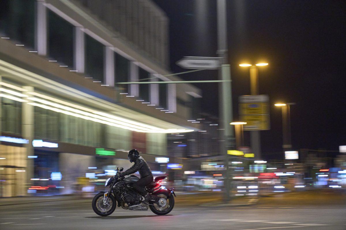 2022 MV AGUSTA Brutale 1000 RS发表:售价更亲民的行动艺术品-第35张图片-春风行摩托车之家