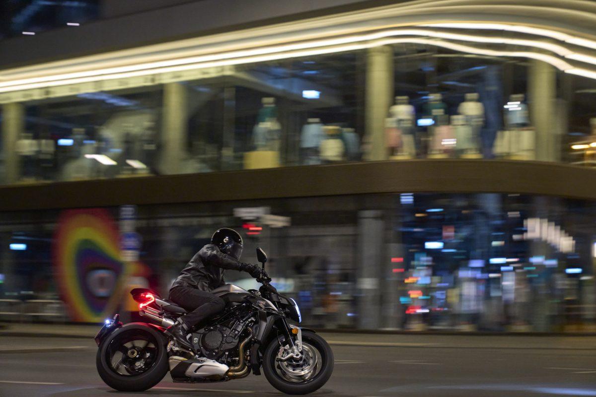 2022 MV AGUSTA Brutale 1000 RS发表:售价更亲民的行动艺术品-第36张图片-春风行摩托车之家