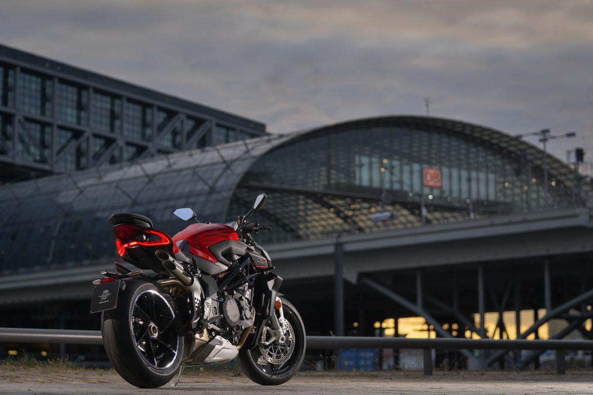2022 MV AGUSTA Brutale 1000 RS发表:售价更亲民的行动艺术品-第39张图片-春风行摩托车之家