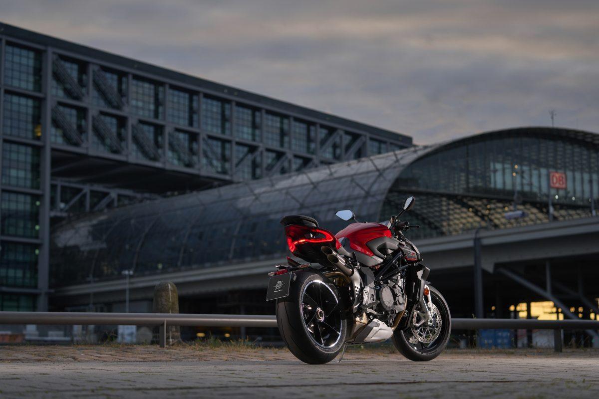 2022 MV AGUSTA Brutale 1000 RS发表:售价更亲民的行动艺术品-第41张图片-春风行摩托车之家