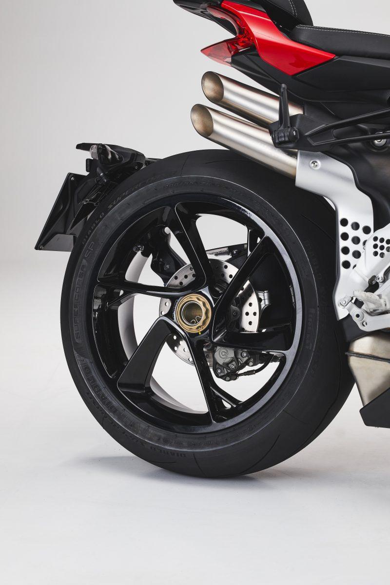 2022 MV AGUSTA Brutale 1000 RS发表:售价更亲民的行动艺术品-第83张图片-春风行摩托车之家
