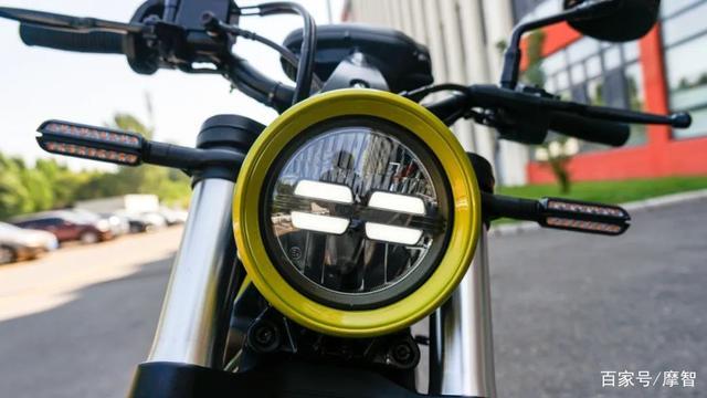 大升级更年轻更纯粹的V缸Bobber—轻骑骁胜GV300S炫版首测-第6张图片-春风行摩托车之家