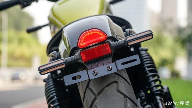 大升级更年轻更纯粹的V缸Bobber—轻骑骁胜GV300S炫版首测-第11张图片-春风行摩托车之家
