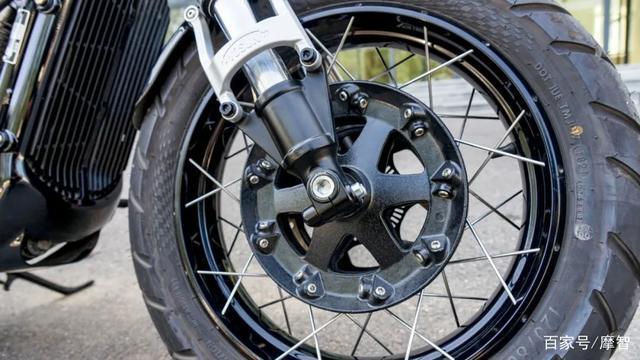 大升级更年轻更纯粹的V缸Bobber—轻骑骁胜GV300S炫版首测-第14张图片-春风行摩托车之家