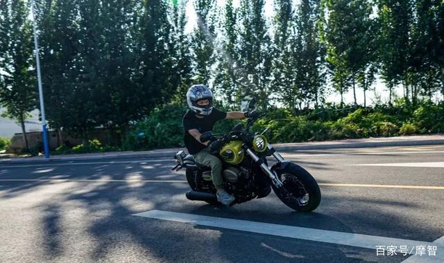 大升级更年轻更纯粹的V缸Bobber—轻骑骁胜GV300S炫版首测-第36张图片-春风行摩托车之家