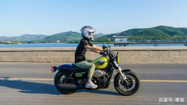 大升级更年轻更纯粹的V缸Bobber—轻骑骁胜GV300S炫版首测-第31张图片-春风行摩托车之家