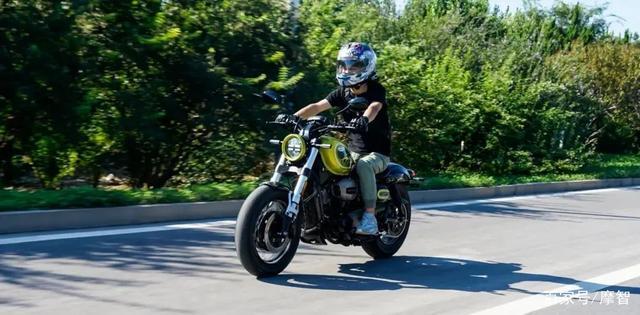 大升级更年轻更纯粹的V缸Bobber—轻骑骁胜GV300S炫版首测-第35张图片-春风行摩托车之家