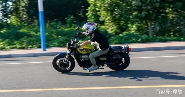 大升级更年轻更纯粹的V缸Bobber—轻骑骁胜GV300S炫版首测-第37张图片-春风行摩托车之家
