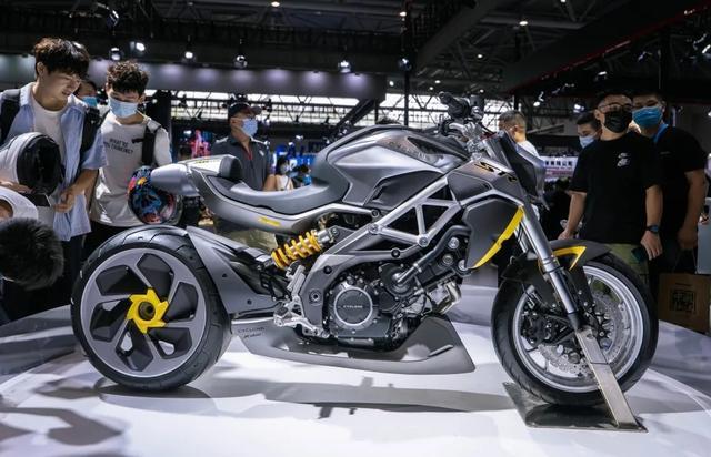 外观如异兽,解读赛科龙1000cc巡航车:马力113匹,后轮单摇臂-第3张图片-春风行摩托车之家