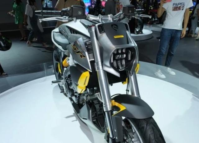 外观如异兽,解读赛科龙1000cc巡航车:马力113匹,后轮单摇臂-第6张图片-春风行摩托车之家